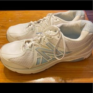 New Balance White Blue Tennis Athletic Shoes 9 N